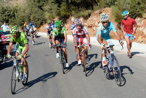 2013_TourofSpain_Stage10_chasers