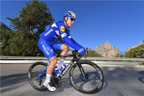 Team News: Jakobsen extends with Quickstep